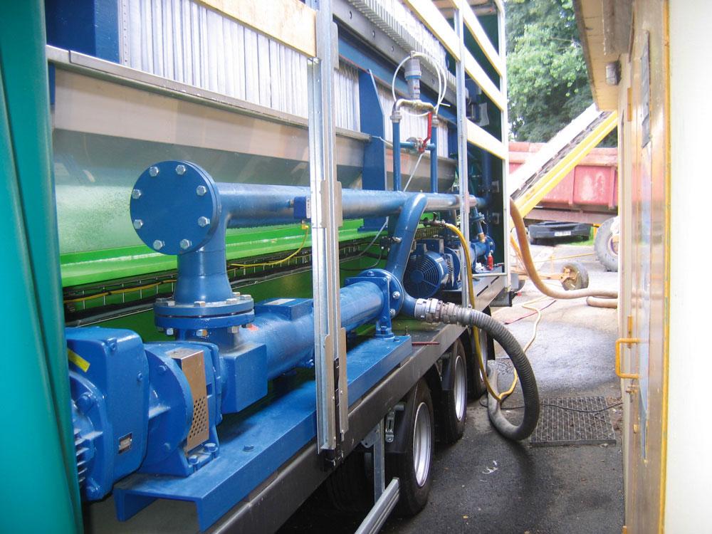 Filter press installed on trucks