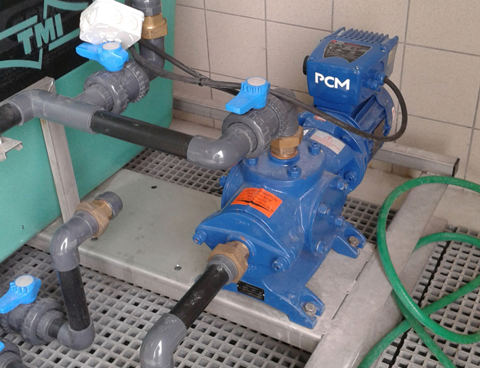 Pompe à vis excentrée en fonte PCM Compact sur site client - modèle 4M6F