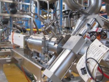 Dosyfruit™-Station mit 3 Modulen zur Dosierung von 3 Früchten in Milchprodukte.