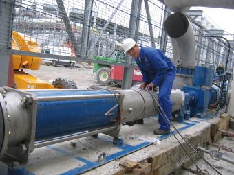 为提高我们的泵及泵系统设备的附加值,我们为工业客户提供全面的售前售后服务。