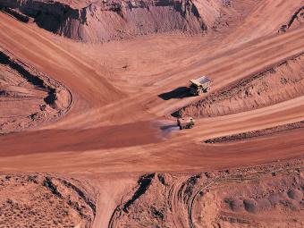 """""""持久耐用的选择 设备和机器的耐磨性是矿业工程行业的首要挑战。因设备故障导致的停机可能会造成整个矿场或生产设备的停工。因此,最重要的是耐久性、易于维护和及时的备件供应。"""""""