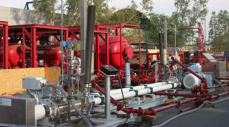 Sistema de bombeo móvil PCM para el petróleo asociado al agua y gas en una instalación costa fuera en Abu Dabi.