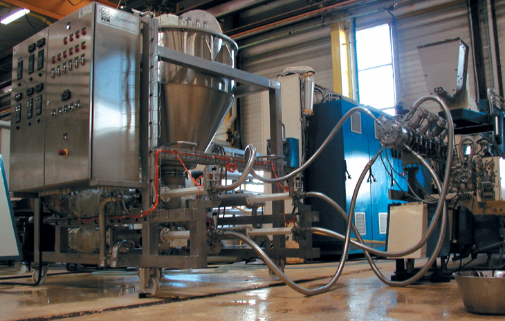 PCM Viscofeeder™ transfer and dosing system on site for very viscous fluids pumping